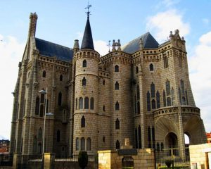Episcopal Palace of Astorga of Gaudi . 10 famous works of Gaudí