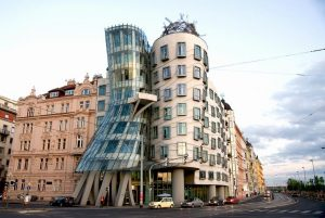 Dancing House - 10 famous works of Frank Gehry